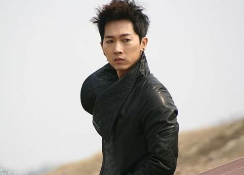Jang Woo Hyuk Shows Off His Crazy Green Hair