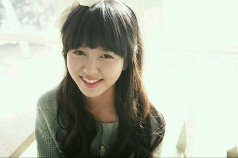 Kim So Hyun's Face Is the Size of a Giant Lollipop!