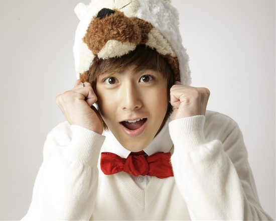 2PM's Nichkhun Caught Trying To Steal a Bite of Someone's Ice Cream
