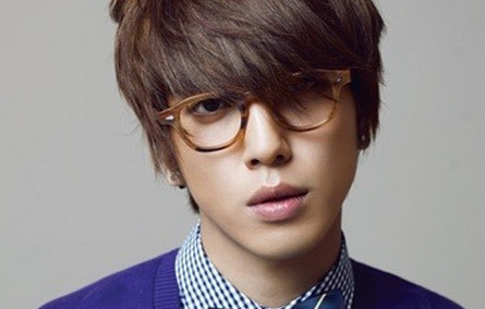 CNBlue's Jung Yong Hwa Updates Fans with a New Handsome Photo of Himself