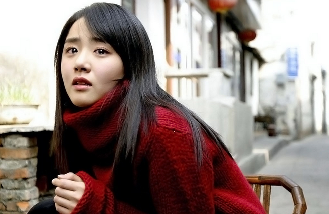 "Moon Geun Young Falls Asleep on the Set of ""Alice in Cheongdamdong"""