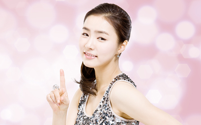 Shin Se Kyung Tweets Cute Selcas