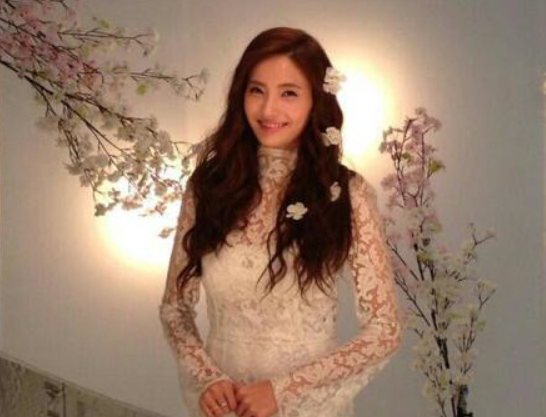 Han Chae Young Sexes Up a White Lace Dress