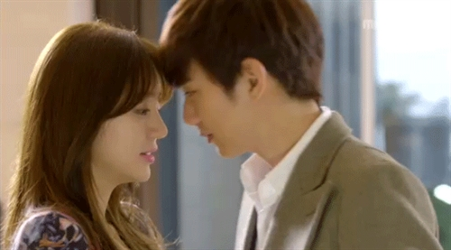Yoo Seung Ho and Yoon Eun Hye Seem Like a Real Couple in Released Pictures
