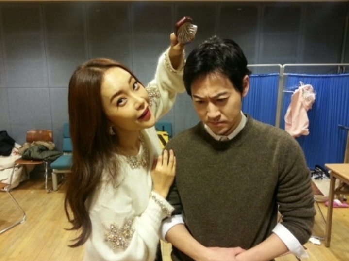 Baek Ji Young Takes Silly and Serious Photos with Yiruma