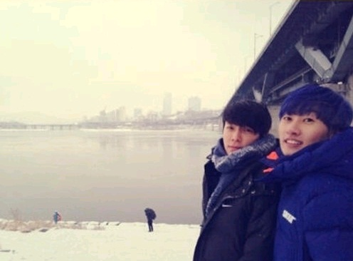 Super Junior's Donghae and Eunhyuk Give New Year's Greeting in the Snow