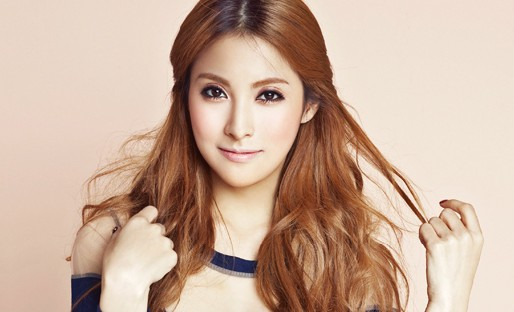 "Kara's Park Gyuri Shares Her ""Celebrity Photo"" on Twitter"