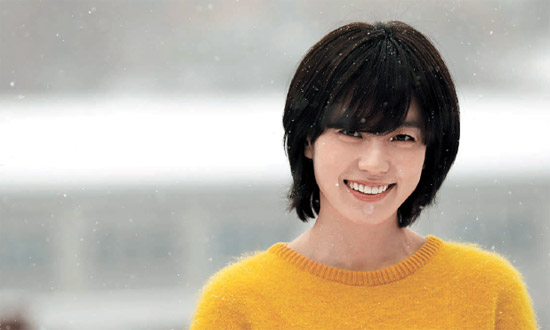 Han Hyo Joo's Photo from 8 Years Ago Surface Online