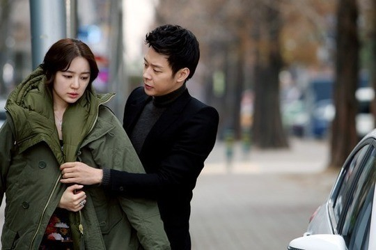 Yoon Eun Hye and Park Yoo Chun Enjoy a Sweet Winter Date