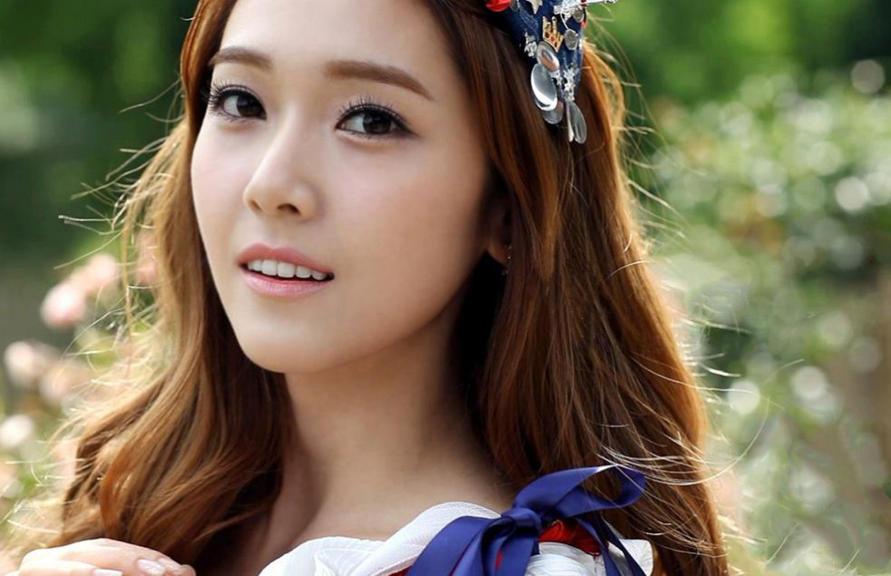 Girls' Generation's Jessica Takes a Comic Shot with Her Choreograher