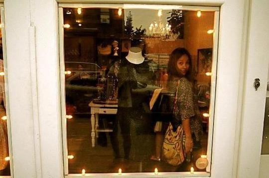 Lee Hyori Releases Her Show Window Reflection Selca