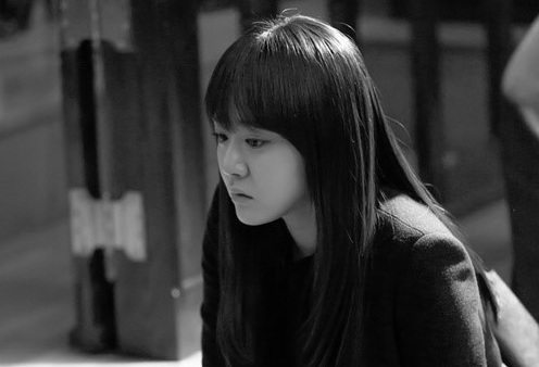 "New Still of Moon Geun Young from ""Alice in Cheongdamdong"" Revealed"