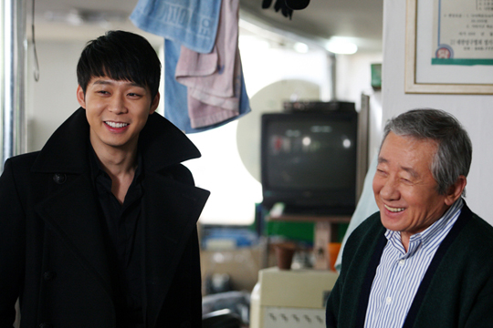 "Park Yoo Chun Goes Back to ""I Miss You"" Set Immediately After 2012 Award Ceremonies"