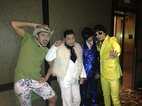 PSY, Yoo Jae Suk, Haha, and Noh Hong Chul Take Funny Picture in NYC