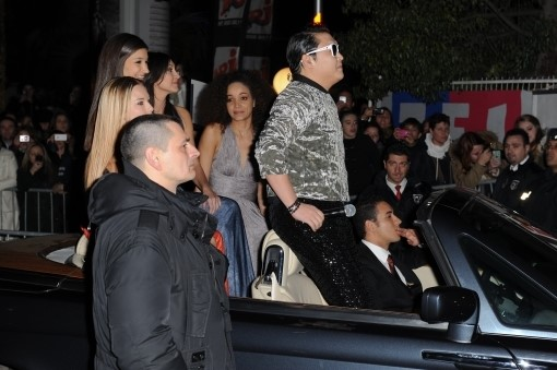 PSY Arrives at Award Ceremony with Beautiful French Women in a Convertible