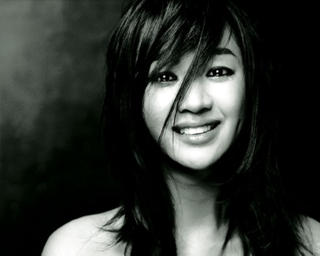 Soo Ae Chooses Yunho over Kwon Sang Woo as Her Ideal Type