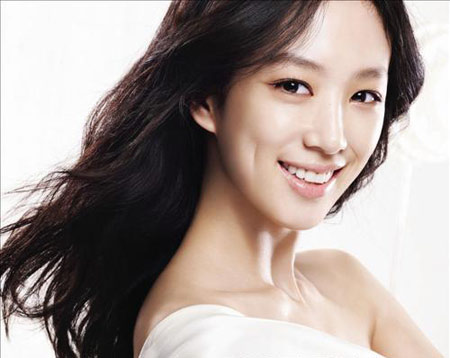 "Actress Jung Ryeo Won Shoots Last Scene For ""The King of Dramas"""