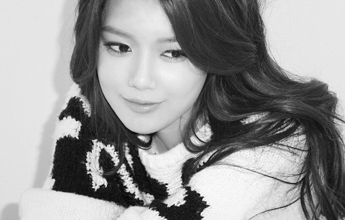 Girls' Generation's Sooyoung Shows Off Her Legs at a Photoshoot