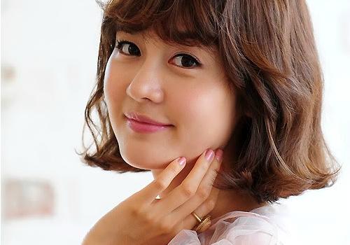 """Sung Yuri Takes Place of Han Hye Jin as New """"Healing Camp"""" MC"""