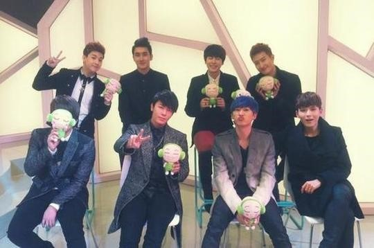 Super Junior-M Releases a Charming Group Selca