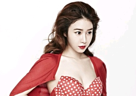 Yoo In Na Looks Hot in Wonder Woman Inspired Look