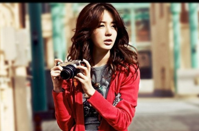 """Yoon Eun Hye's Outfits and Accessories from """"I Miss You"""" Are Selling Like Hotcakes"""