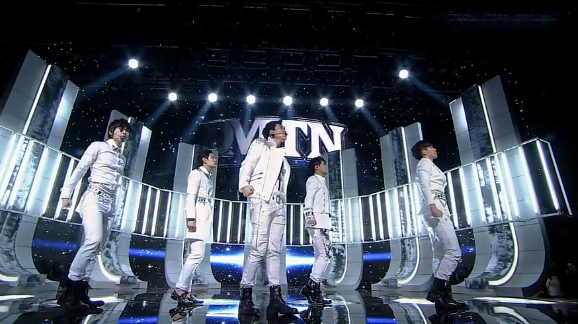 """DMTN Makes Their Inkigayo Comeback Performance with """"Safety Zone"""""""