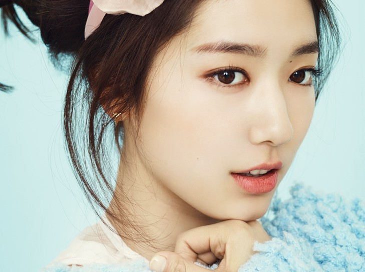"Park Shin Hye Poses for ""1st Look"" and Reveals How She Avoided the ""Celebrity Disease"""