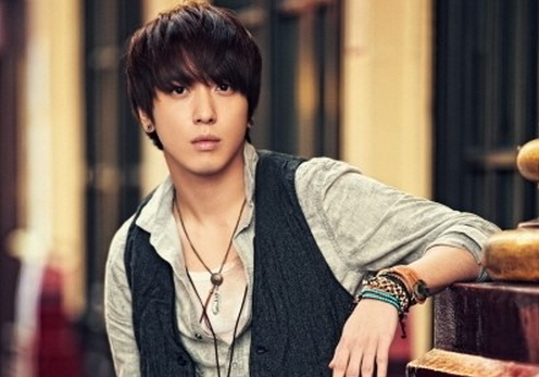 CNBlue's Jung Yong Hwa Proudly Shows Off His New Studio