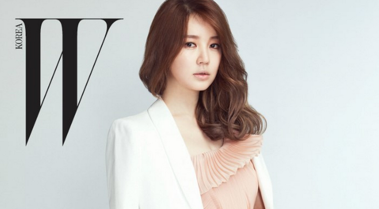 "Yoon Eun Hye Looks Elegant and Graceful for ""W"""