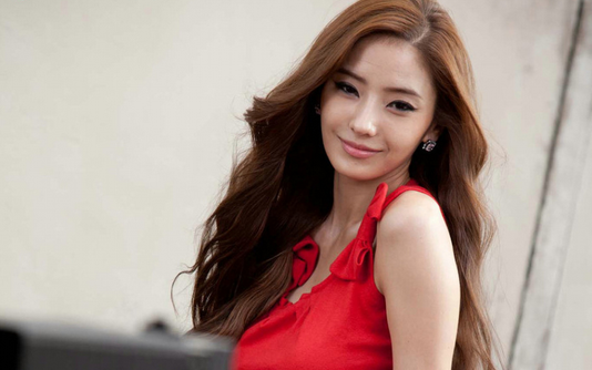 Han Chae Young Prepares for Her Photoshoots by Losing 6kg in 3 Weeks!
