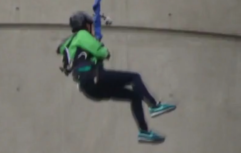"Song Ji Hyo Bungee Jumping in Macau for ""Running Man"""