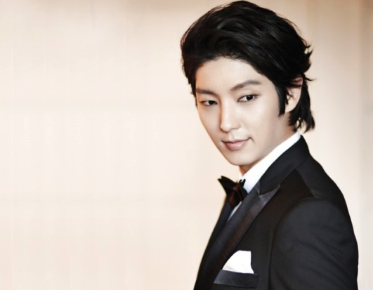 Lee Jun Ki Delivers Coal With Fans
