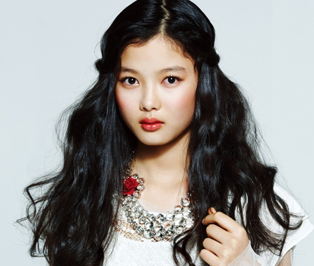 Kim Yoojung Reveals Her Handsome Brother