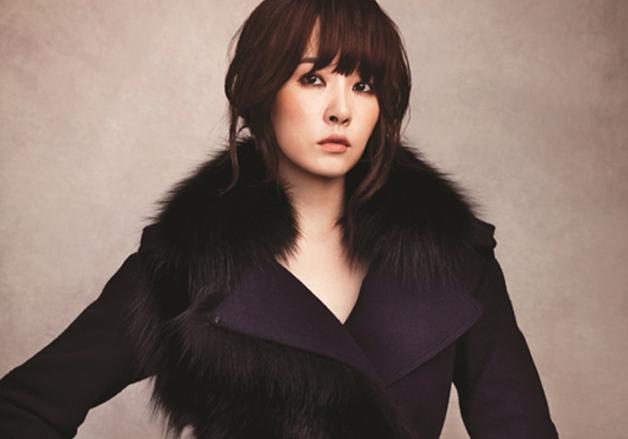 Kim Sun Ah Sports New Bold Hairstyle