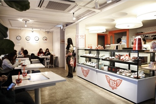 Girls' Generation Themed Cafe Opens in Seoul