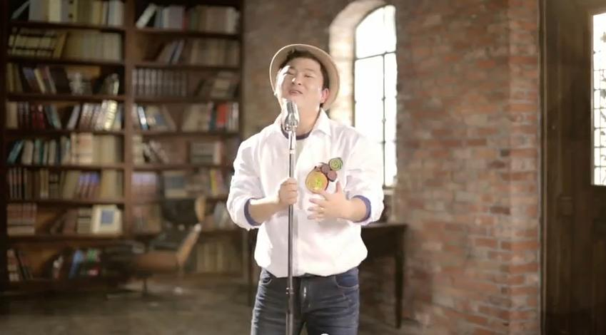"Huh Gak Releases Adorable ""1440"" Music Video"