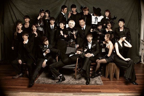JYP's Stars Get Together to Draw Happy New Years Greeting