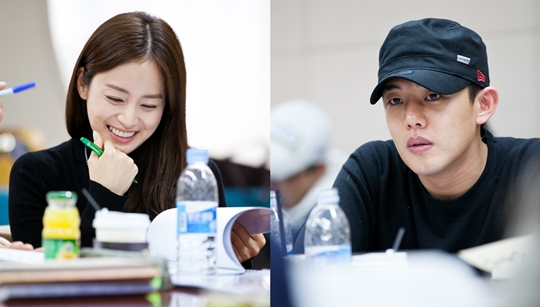 "Kim Tae Hee and Yoo Ah In Look Great at the Script Reading for ""Jang Ok Jung"""