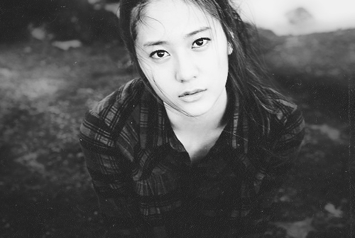 Krystal Looks Like a Spring Goddess on Her Recent Selca