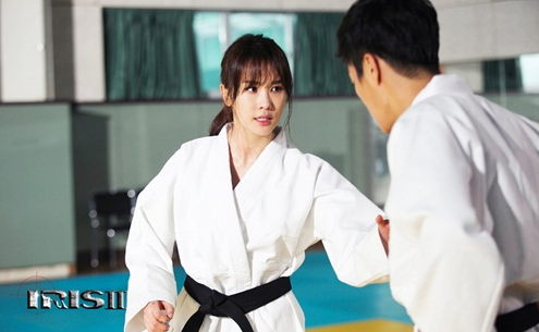 "Stills of Lee Da Hae and Yoon Doo Joon Practicing Judo in ""IRIS 2"" Are Released"