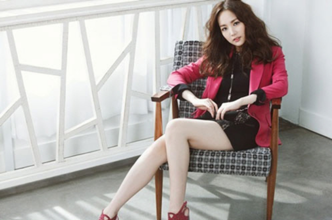 "Park Min Young Looks Lovely on the Pictorial for Brand ""Compagna"""