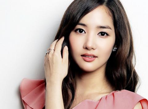 Actress Park Min Young Graduates from Dong Guk University
