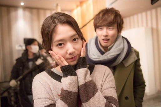 Park Shin Hye and Yoon Shi Yoon Pose Comically in Recent Photos