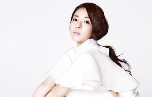"Sandara Park Talks About Sunye's Wedding with ""Elle"""