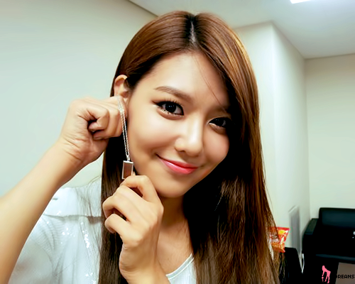 Girls' Generation Sooyoung in CéCi's Pictorial; Shows off Four Different Looks
