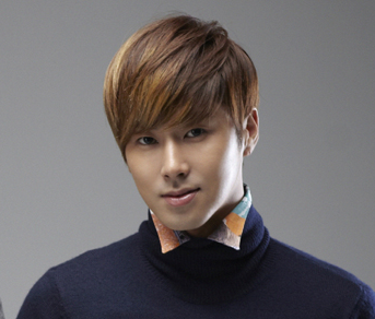 "Yunho's Fans Give Winter Coats as Gifts to 200 of ""Night King"" Staff"