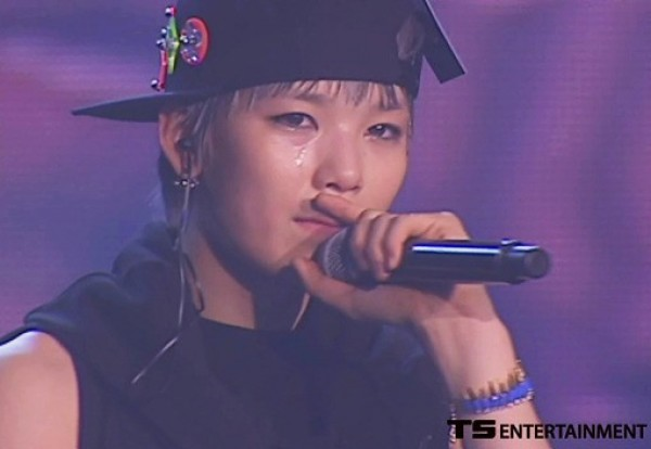 B.A.P's Zelo Cries a Storm While Reading a Letter to His Parents During Concert