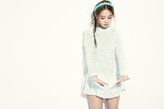 """Lee Hi Is Going for a Darker More Mature Concept with Her New Single """"Rose"""""""