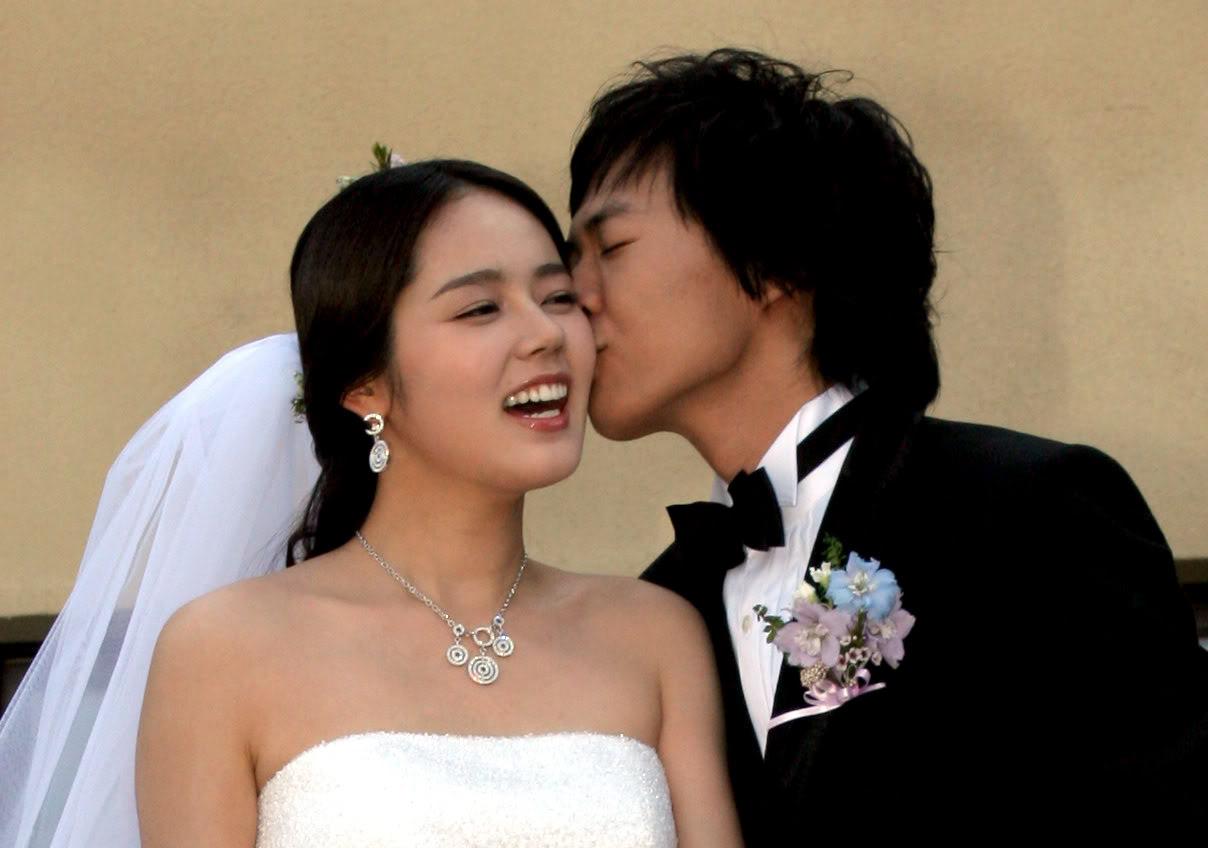 Han Ga In and Yeon Jung Hoon Make a Stunning Pair